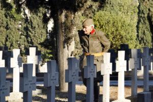 Solun, 10. novembra 2012. - Deka Ðorðe Mihajloviæ, èija porodica veæ nekoliko decenija brine o  kompleksu posveæenom srpskim vojnicima poginulim u Prvom svetskom ratu na vojnièkom groblju Zejtinlik. Sam Ðorðe o ovom kompleksu brine poslednje 52 godine. Iako ima 82 godine i dalje je krepak i sa puno ljubavi održava ovaj kompleks. FOTO TANJUG / RADE PRELIÆ / nr